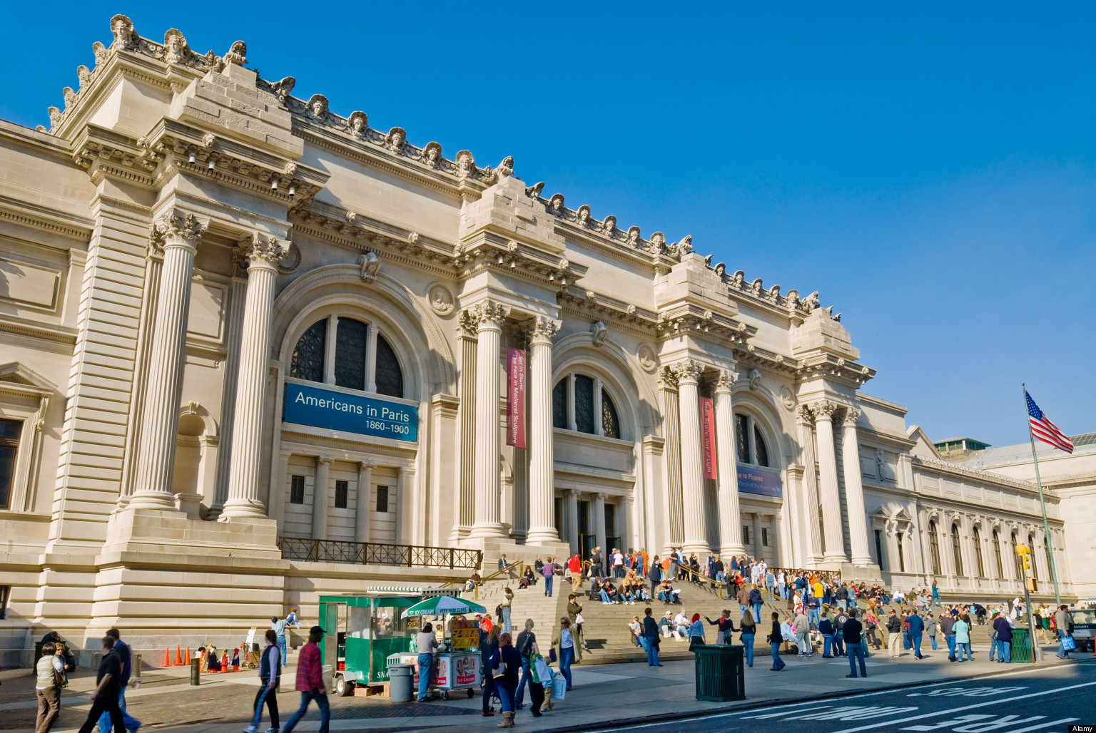 B4MKC0 New York City, The Metropolitan Museum of Art. Main entrance exterior on Fifth Avenue.. Image shot 2006. Exact date unknown.
