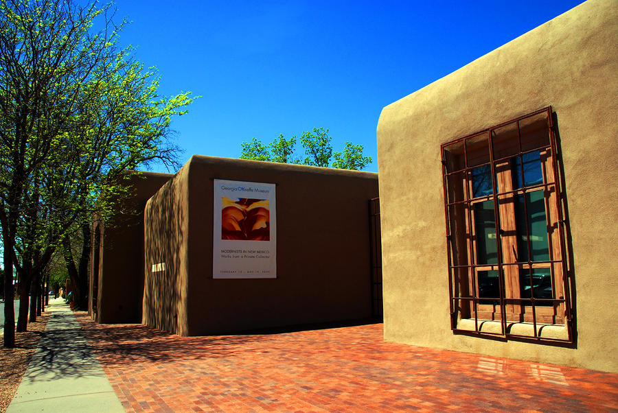 the-georgia-okeeffe-museum-in-santa-fe-susanne-van-hulst