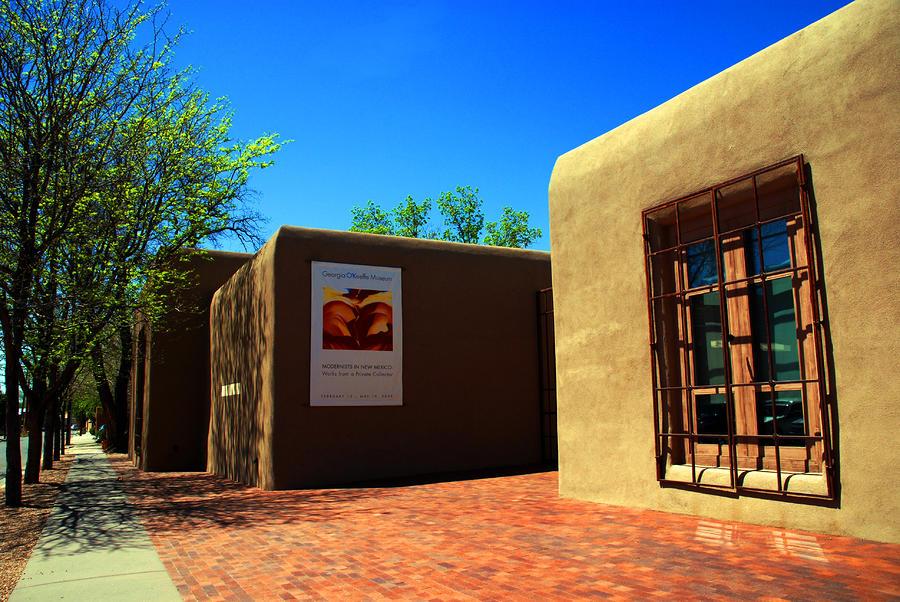 the-georgia-okeeffe-museum-in-santa-fe-susanne-van-hulst
