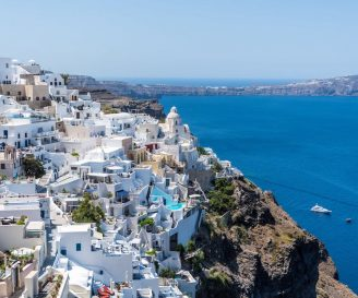 GREECE: THE PERFECT DESTINATION FOR A BEACH GETAWAY WITH YOUR FAMILY